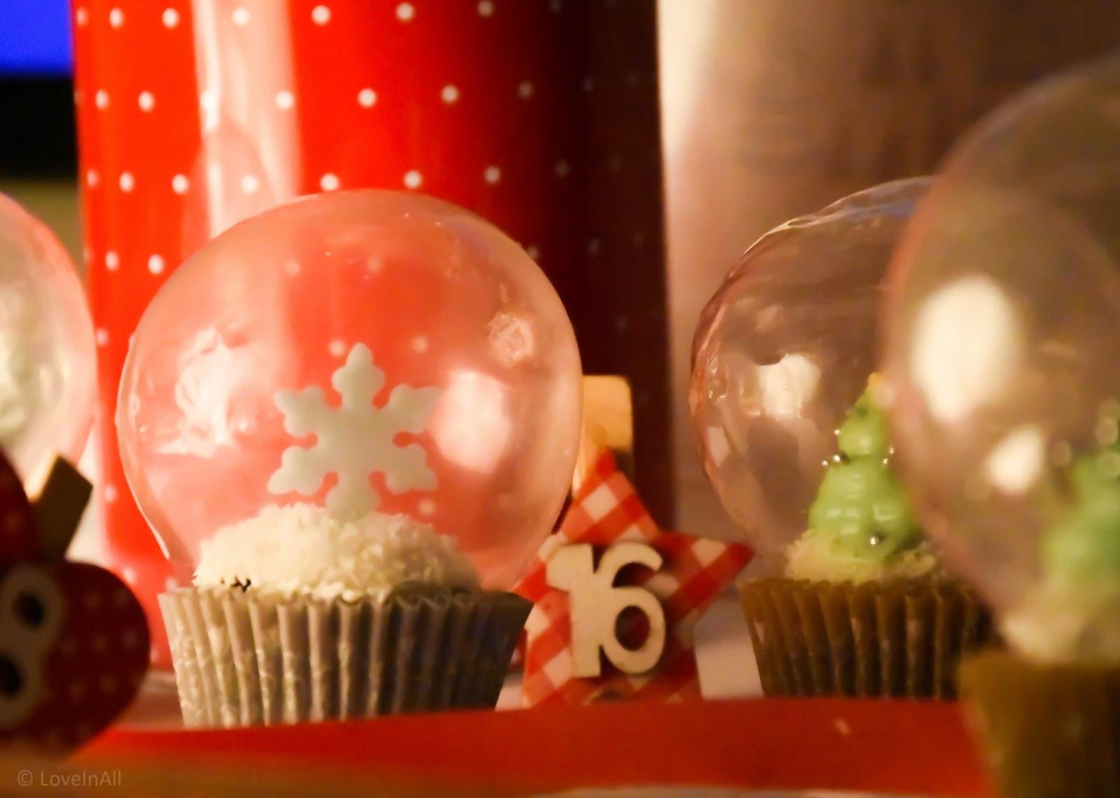 christmas cookie club 16 t rchen cupcakes mit schneekugel von loveinall sugarprincess. Black Bedroom Furniture Sets. Home Design Ideas