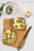 Kanapki z pasztetem z makreli, ogórkiem i jajkiem