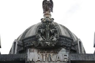Panteón de la familia Maynar.