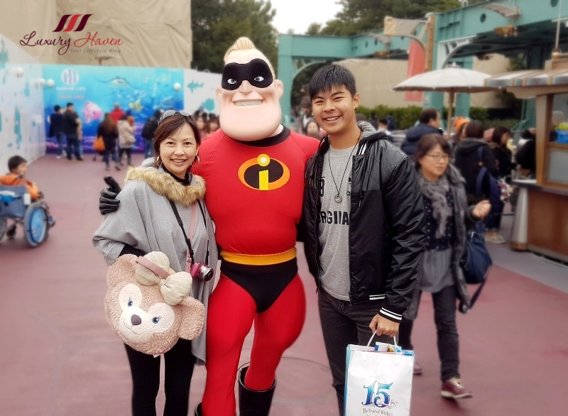 tokyo disneyland resort character greetings mr incredible