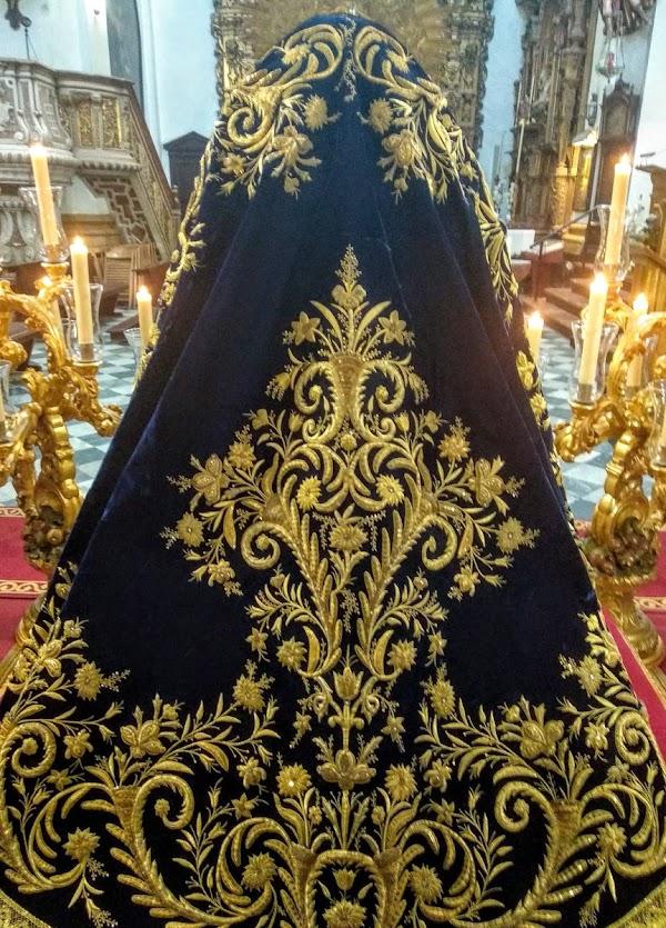 Manto de la Virgen de los Desconsuelos de la Hermandad de Afligios de Cádiz