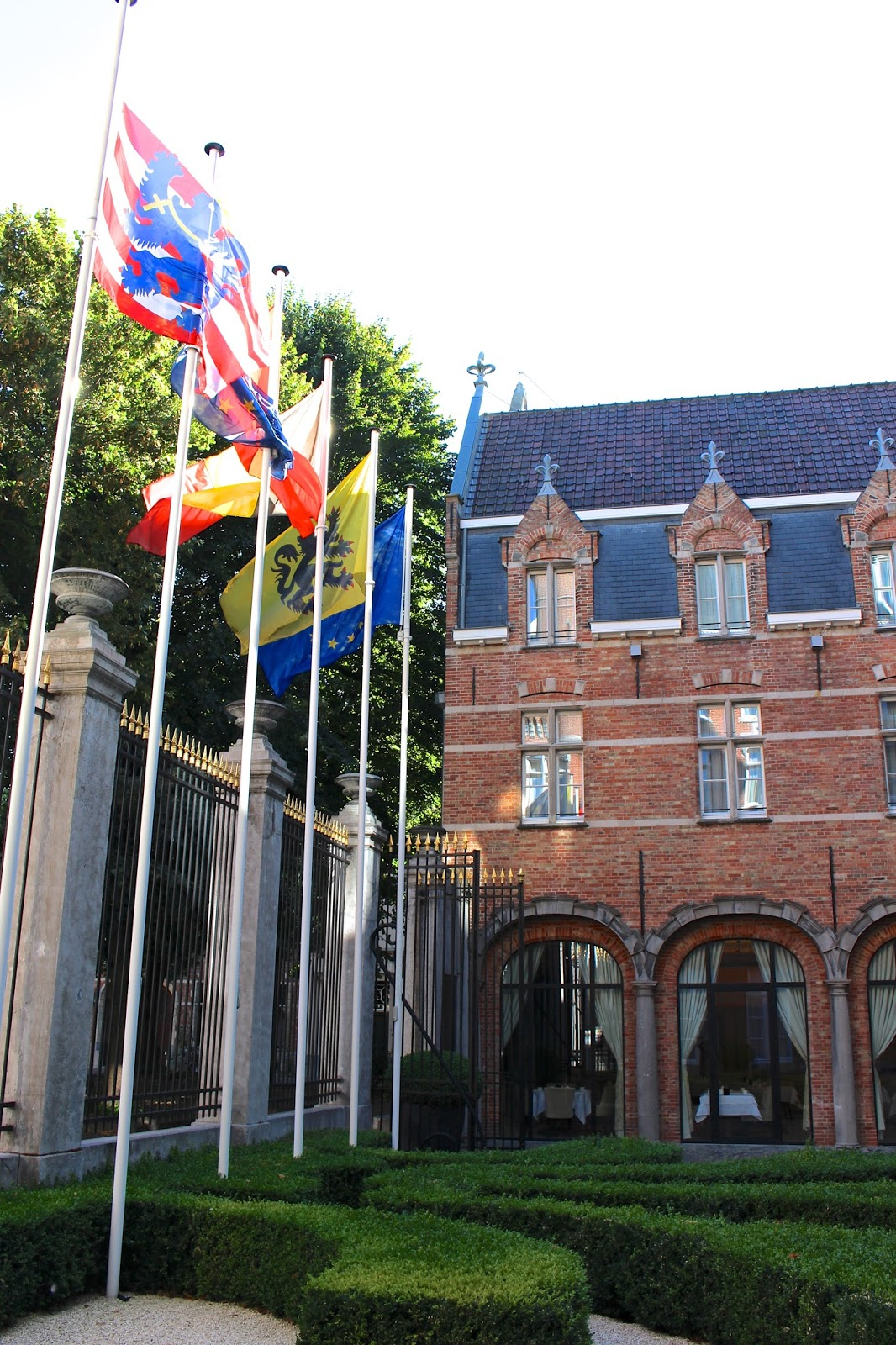 Exterior and flags of Hotel Dukes' Palace