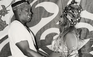 Η Beyonce με τατουάζ χένας στην φουσκωμένη της κοιλιά