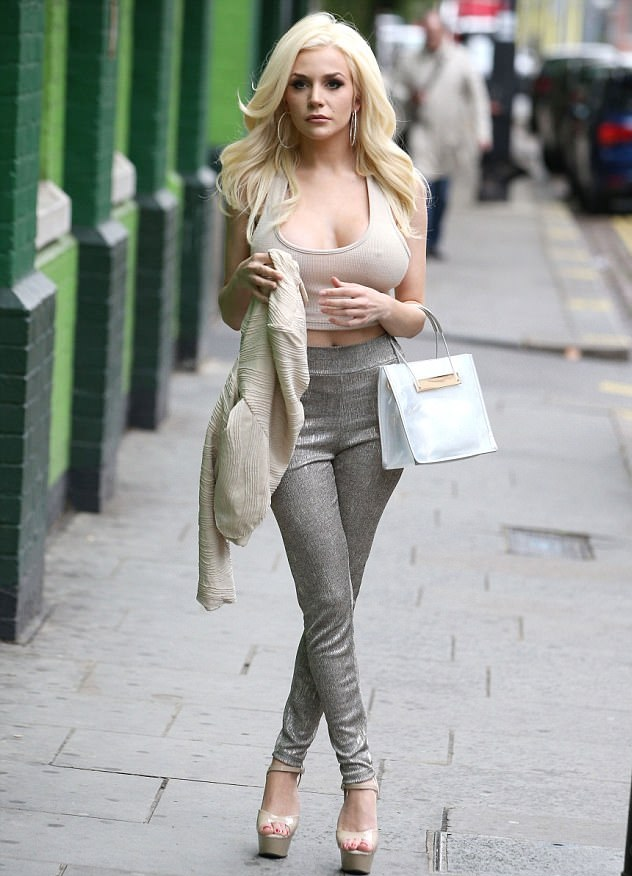 Courtney Stodden joins other celebs on set on Celebs Go Dating for first time