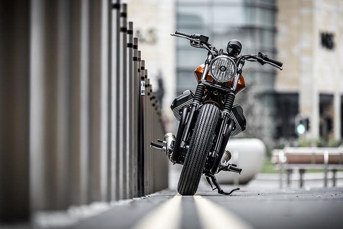 Moto Guzzi V9 Bobber front end
