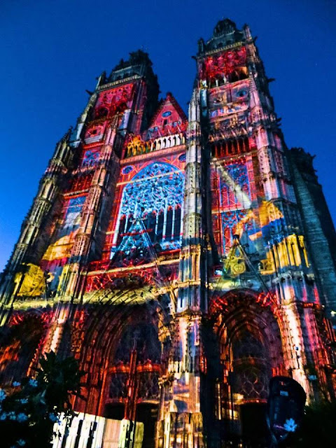 tours Cathedral, light show