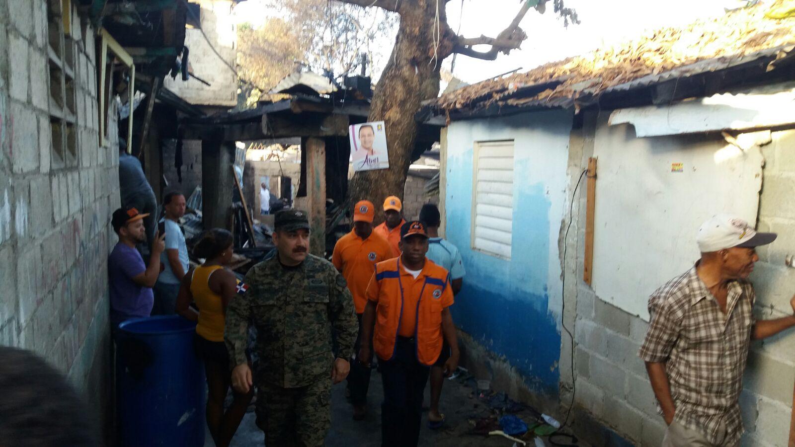 Defensa civil evalua lugar de incendio afect 50 viviendas for Comedores baratos en santiago