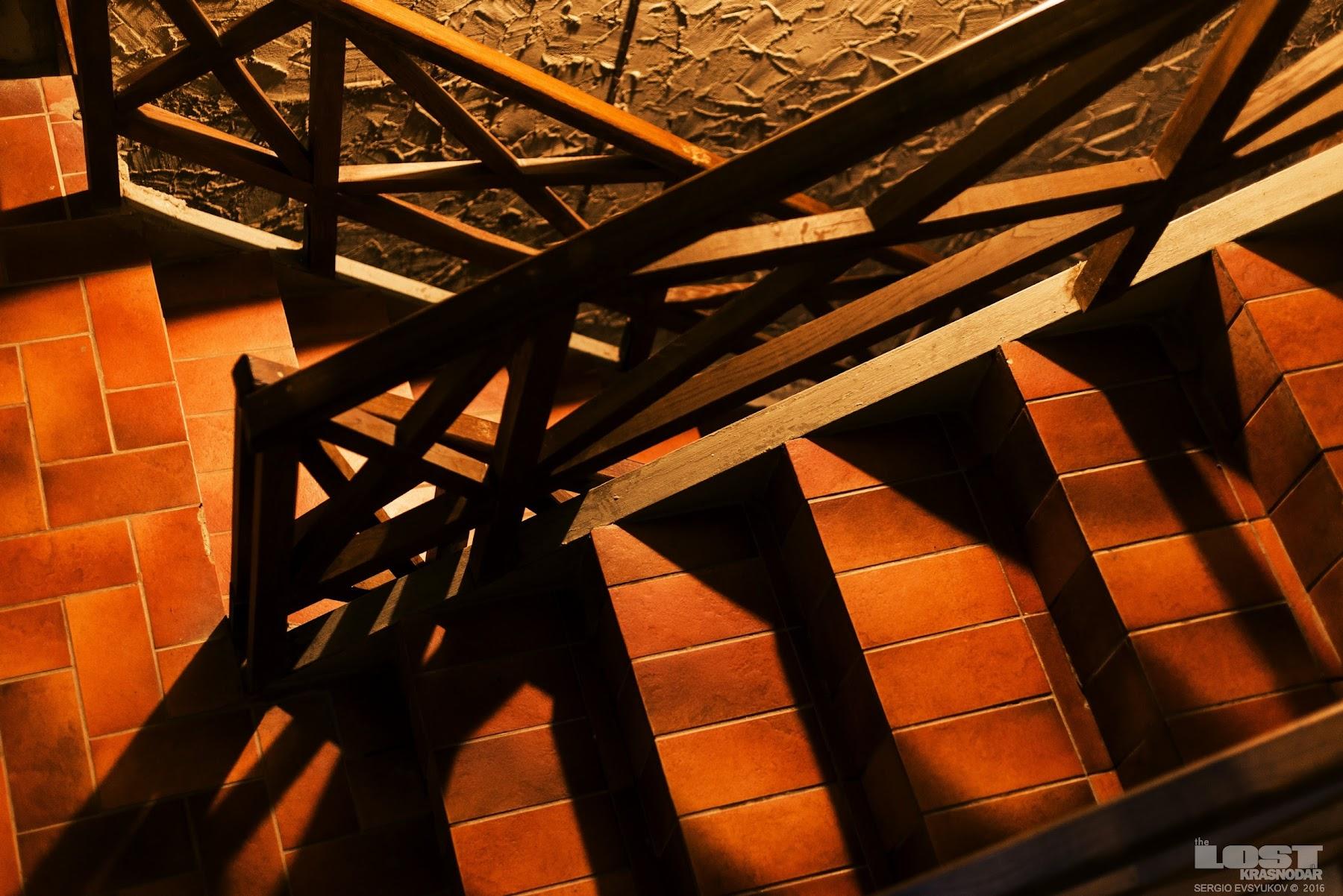 В подвалах завода Абрау-Дюрсо
