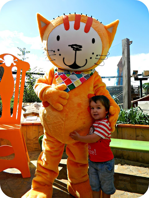 Poppy Cat meets children at Blackpool Pleasure Beach Nickelodeon Land