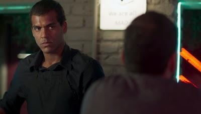 Yuri (Marcello Melo Jr.) não curte o que Diogo (Armando Babaioff) diz — Foto: Globo
