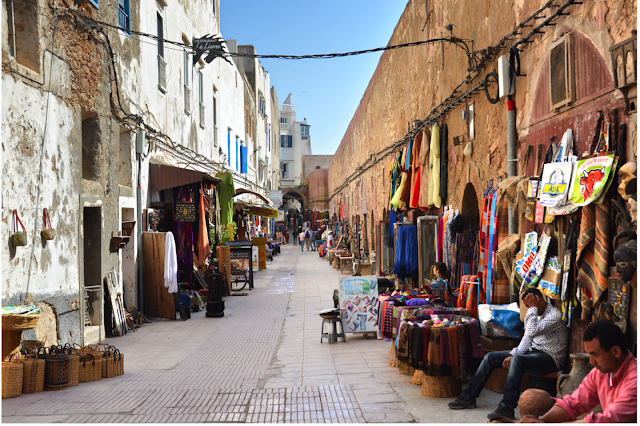 سوق الصويرة يعرض الثقافة المحلية للمدينة