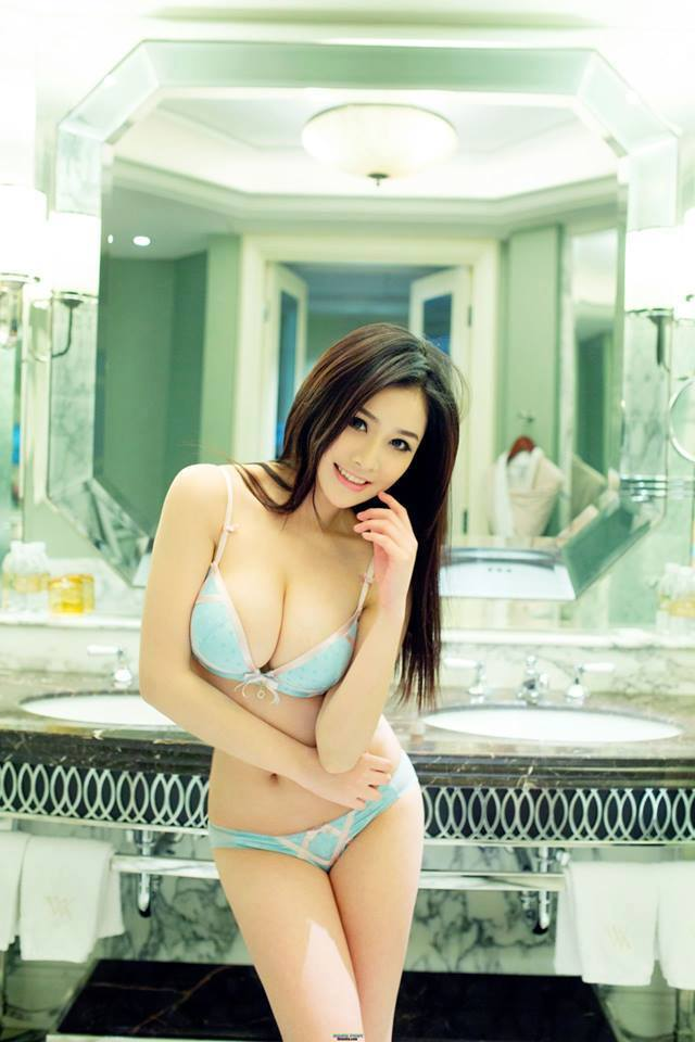 Archived: Sexy Asian Girl With Green Lingerie
