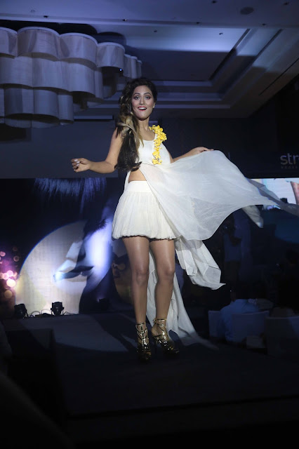 hina-khan-at-mega-hair-show-marigold-by-streax-professional