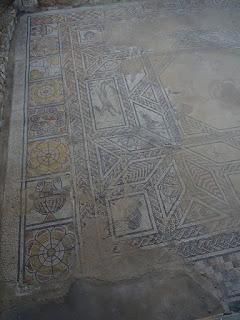 Decoración franja exterior. Villa romana de Santa Cruz