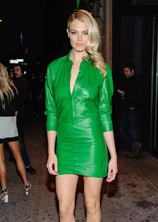 Hailey Clauson wearing a green leather dress   Picture Hailey Clauson 2016 %283%29.jpg