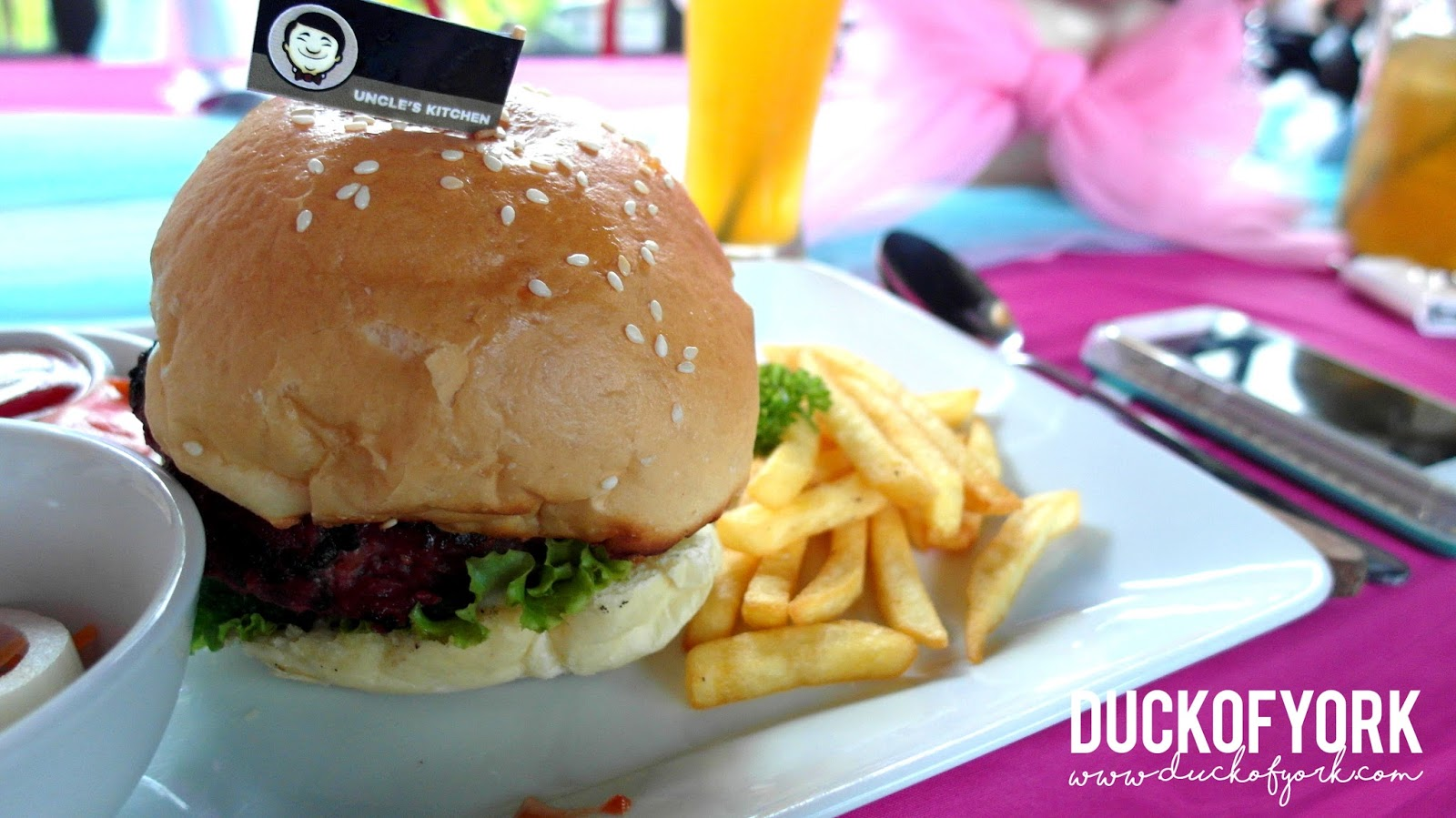uncle's kitchen jogja beef burger