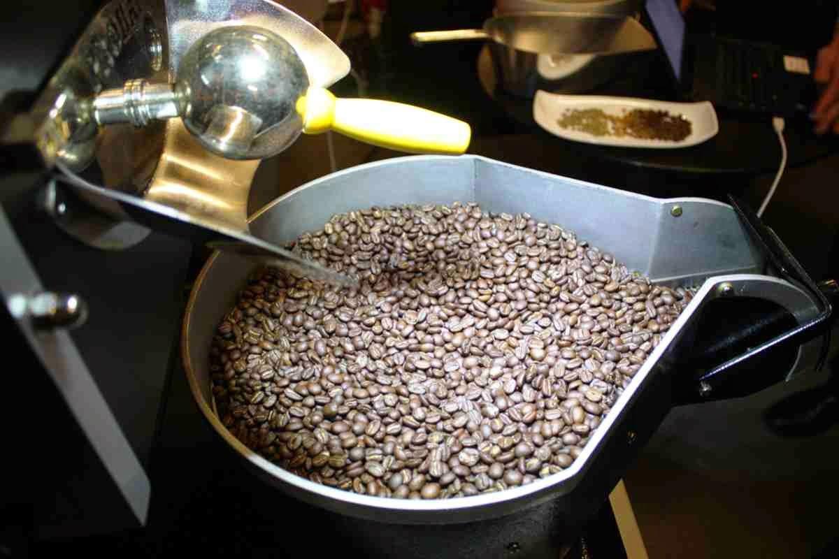 Hier werden die Kaffeebohnen geröstet