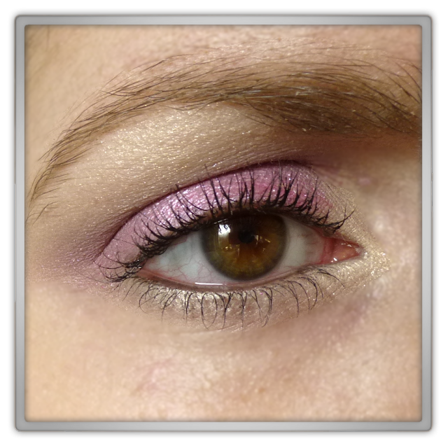 Chanel - Inimitable intense mascara Revlon - Perle 055 Sunlit Sprakle L'Oréal - Color Infallible 036 Naugthy Strawberry