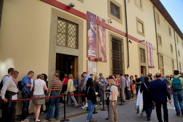 Passeio na Galeria Accademia em Florença