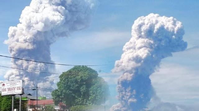 Selepas Palu, Gunung Soputan di Sulawesi Utara Meletus