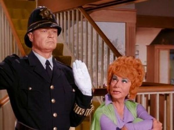 Bewitched - Season 1 Episode 23: Red Light, Green Light