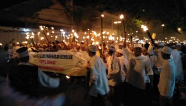 Sambil Bawa Obor, Ribuan Umat Islam Pemekasan Pawai Obor Tolak Perppu Ormas dan PKI