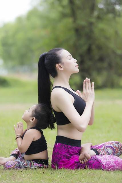 hinh-anh-yoga-me-con