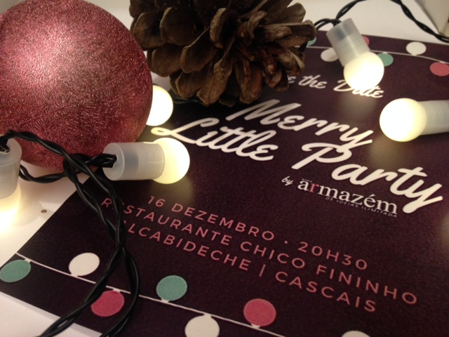 luzes, pinha, bola de natal e flyer da Merry Little Party