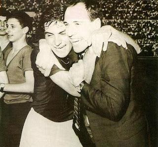Bologna - Inter 2-1, 7 giugno 1964. Bulgarelli abbraccia Pascutti sul prato dello Stadio Olimpico di Roma. Il Bologna è Campione d'Italia per la settima volta.