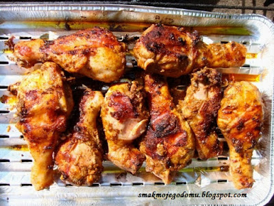 Grillowane pałki z kurczaka w lekko pikantnej marynacie