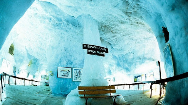 Ice Grotto dari Mittelallalin, Fairy Glacier, Swiss