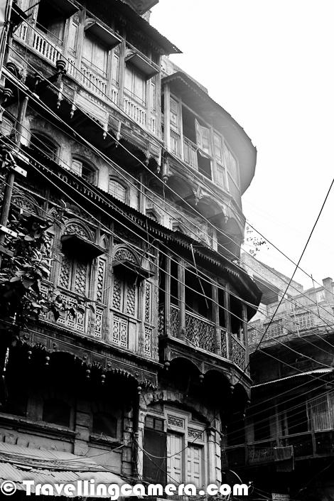 Old part of Amritsar is still alive and still able to present a wonderful view of old havelis. It looks almost similar to Old Delhi which is widely known for it's heritage. Still there are lot of families living in these Haveli and don't want to move out of these narrow streets of Old Amritsar. For outsiders, it looks very odd but for local folks, it's very obvious thing to happen. Most of the business families are staying in this region of the Amritsar. These Photographs are clicked near the famous Cloth Market of Old Amritsar. Katra Jaimal Singh market is basically full of Cloths and Saris. This market provide variety of cloths from synthetic silk to pure smooth silk or woolens. Apart fro cloths, market has more than enough for folks interested in handloom stuff like Phulkari, Artificial Jewellery or wooden articles.