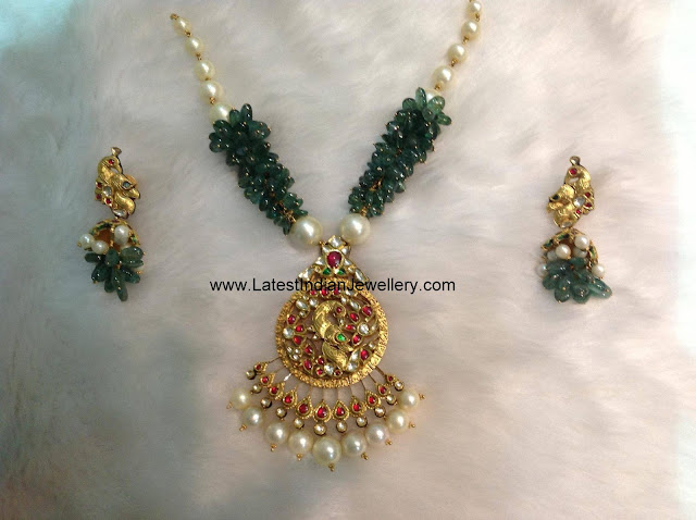 Emerald Bunches Kundan Necklace