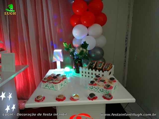 Mesa decorada de Rosas (tema de rosas ou flores) para festa de aniversário