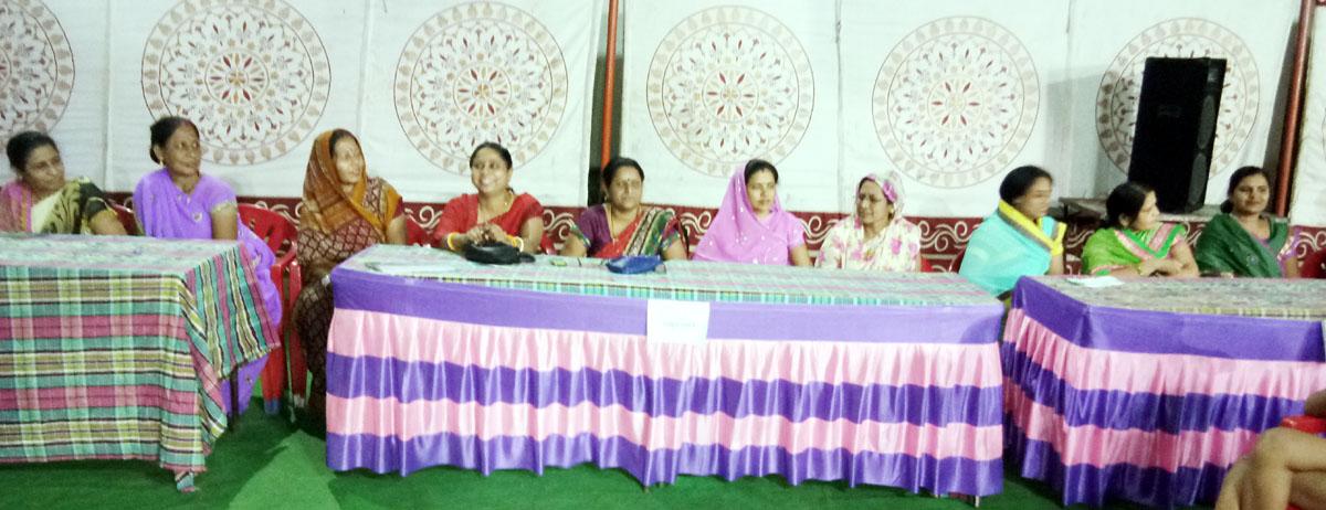 Innovative-event-organized-on-the-first-day-of-the-Ganagaur-parva-गणगौर सप्ताह के प्रथम दिन आयोजित हुए प्रश्नमंच का अभिनव आयोजन, महिलाओं ने बढ चढ कर लिया भाग