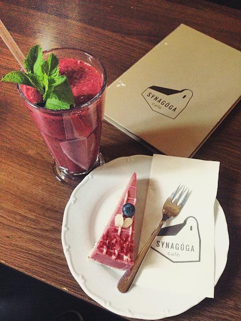 Raw koláče a smoothies už majú aj v Trnave v Synagóga Café.