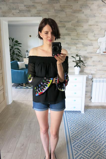 Haftowana bluzka   Embroidered blouse.