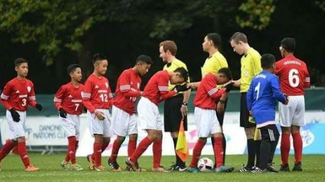 Cium Tangan Wasit, Aksi Pemain Timnas U-12 Indonesia Ini Banyak Menuai Pujian