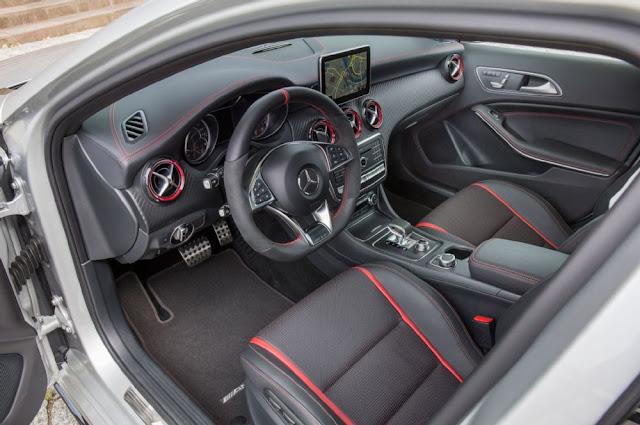 Mercedes AMG A45 4MATIC 2017 thiết kế nội thất đen đỏ tương phản