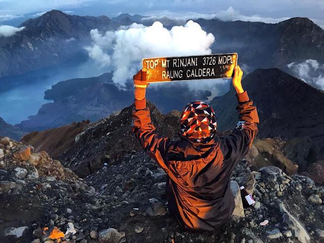 Ingin Mendaki Gunung Rinjani ? Baca Peraturan Baru Ini Agar Kamu Terhindar Dari Sanksi