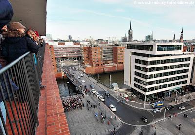 Elbphilharmonie Plaza, Blick in Richtung HafenCity