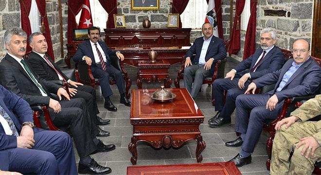 Dışişleri Bakanı Mevlüt Çavuşoğlu Bir dizi temaslarda bulunmak üzere Diyarbakır'a geldi
