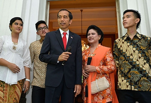 Jokowi: Gibran Feeling Politiknya Belum Ada, Kaesang Apalagi