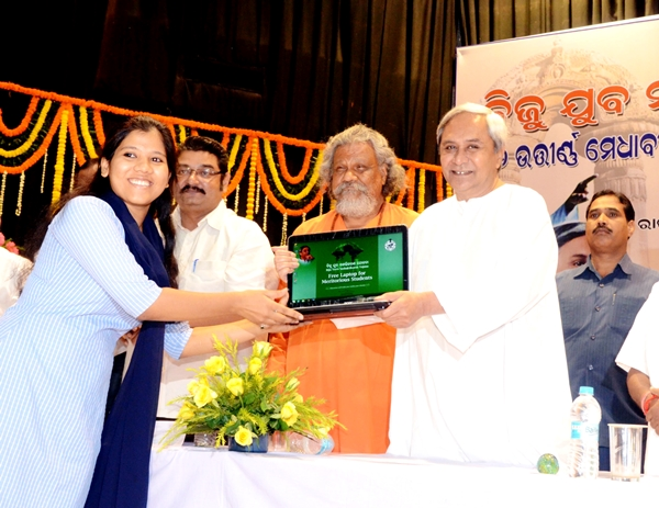 Free Laptops Distribution to Students in Odisha phot