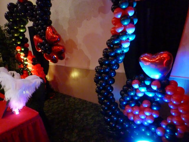 Hearts balloon arch & LED uplight