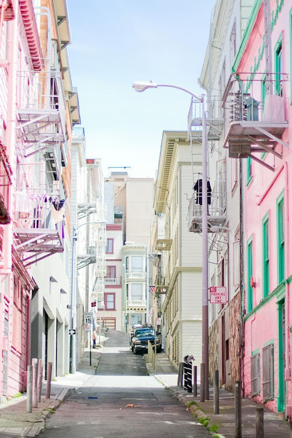 Pretty pastel streets in San Francisco - colourful buildings - cool architecture - travel blog