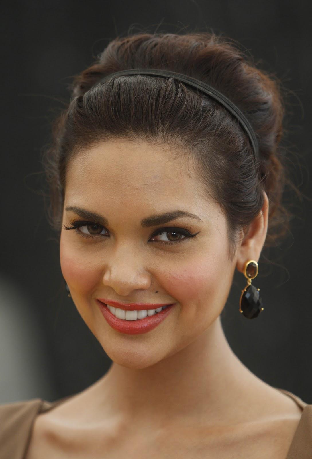 High Quality Bollywood Celebrity Pictures Esha Gupta -2305