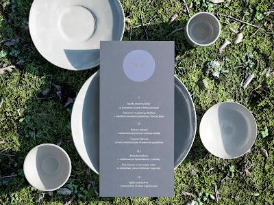 Minimalistyczne zaproszenia od My Simply Wedding.