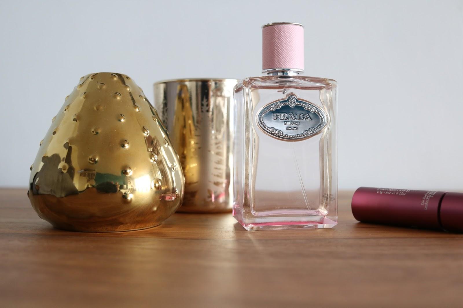 c47061b434dc3f Mais bon, je brave le blocage et je vais vous parler d un parfum que je  porte, moi. C est le dernier né de la gamme les Infusions de Prada et c est  plus ...