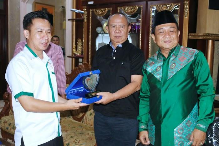Wagub Bachtiar Basri Terima Penghargaan Tokoh Sosial Provinsi Lampung 2018